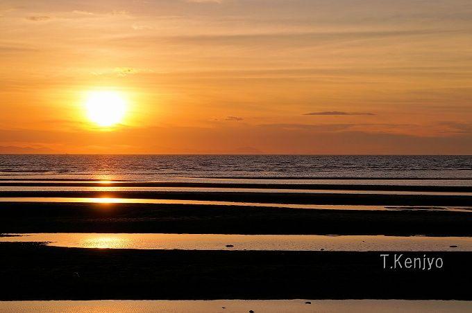 日本の夕日百選「真玉海岸」は、夕日と干潟が織り成す幻想的光景!