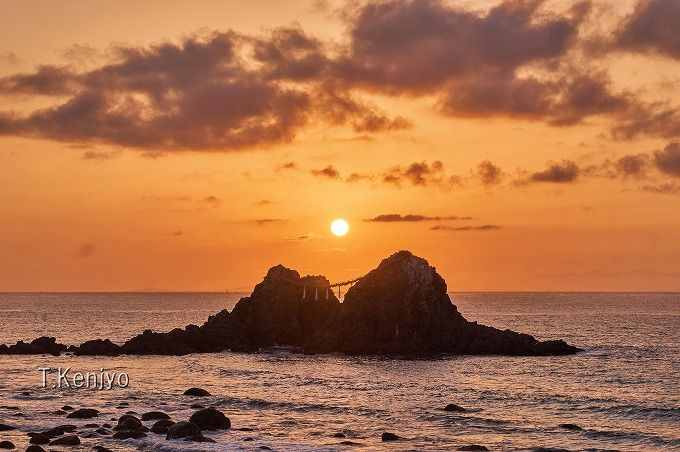 「二見ヶ浦 夫婦岩」は夕日の定番スポット!