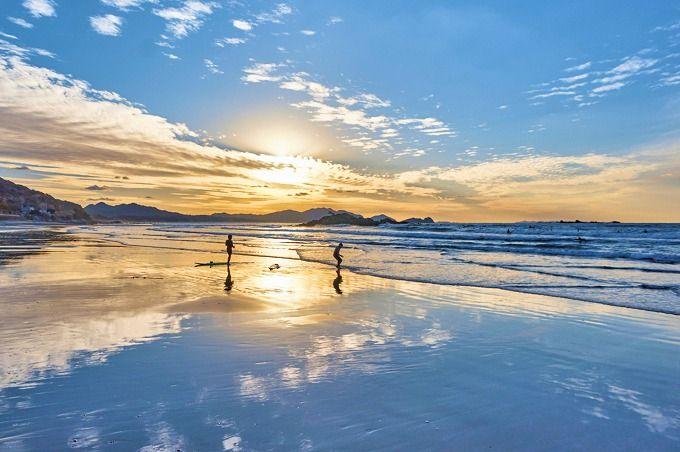 目の前のビーチは、干潮&夕暮れが狙い目!