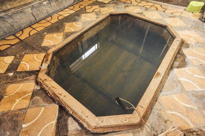 足元湧出温泉!そして名湯を陰で支える伝統の湯使い