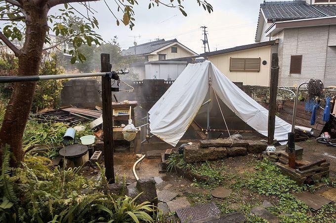 住宅街なのに自然湧出源泉4本!日本を代表する名湯
