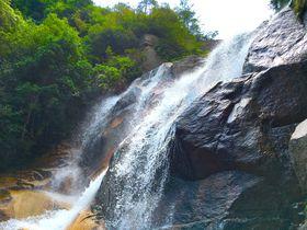 豪快!爽快!滝しぶきが気持ちいい広島・廿日市の夫婦滝「妹背の滝」|広島県|トラベルjp<たびねす>
