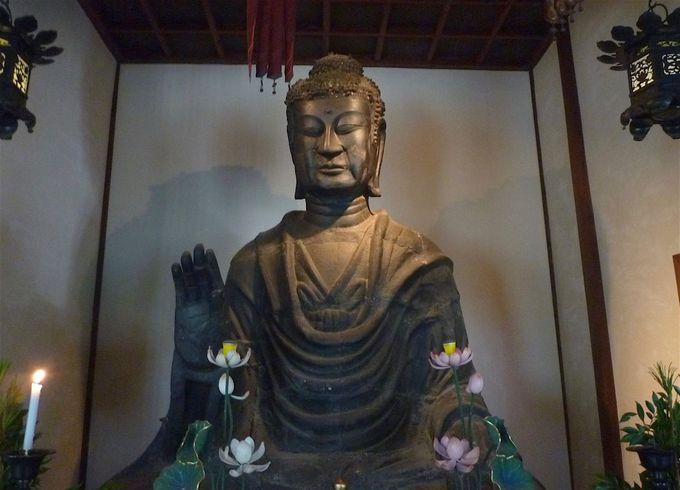 負けない、くじけない!不屈のパワーを持つ日本最古「飛鳥大仏」