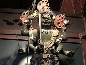 岐阜・美江寺 異彩を放つ姿!三猿を連れた「青面金剛」|岐阜県|トラベルjp<たびねす>