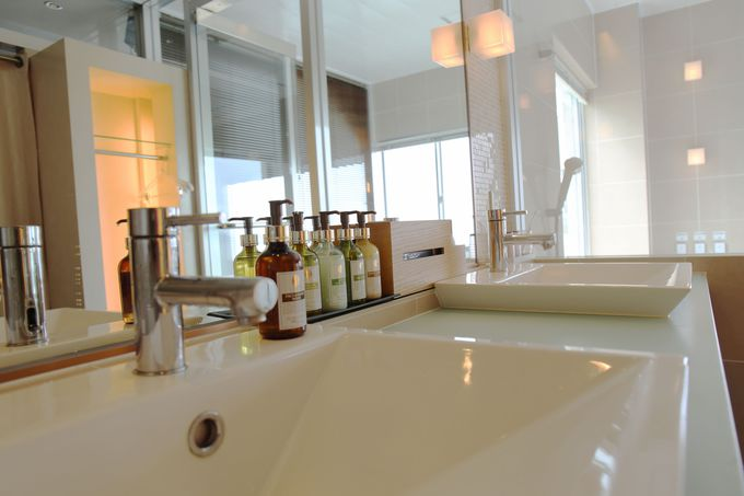 眺望だけではなく、明るく清潔感のある設備と洗練された備品で快適な滞在を満喫
