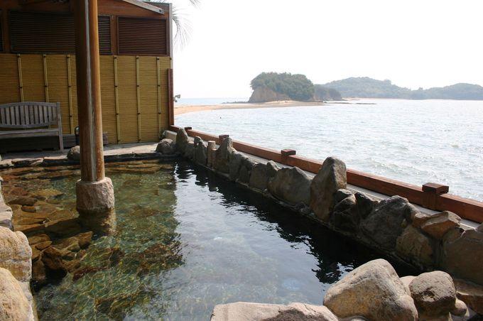 小豆島温泉「オリーブの湯」の波打ち際の露天風呂で小豆島の海と自然を満喫