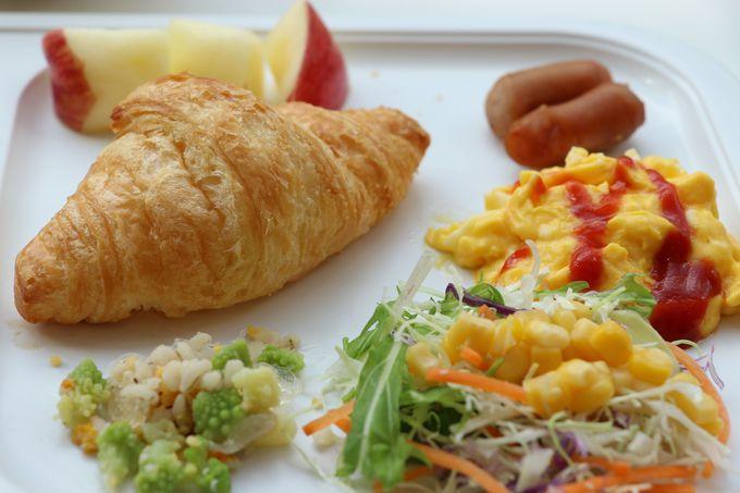 宿泊客は無料で利用できる朝食サービス