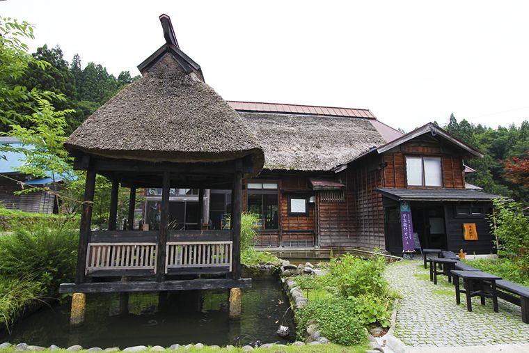 水も味わいたい!「平左衛門カフェ」上越市の山里に建つ築170年再生古民家の魅力