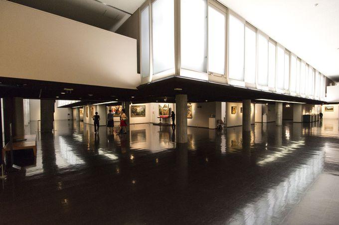 無限成長を可能にする回廊型の展示スペース