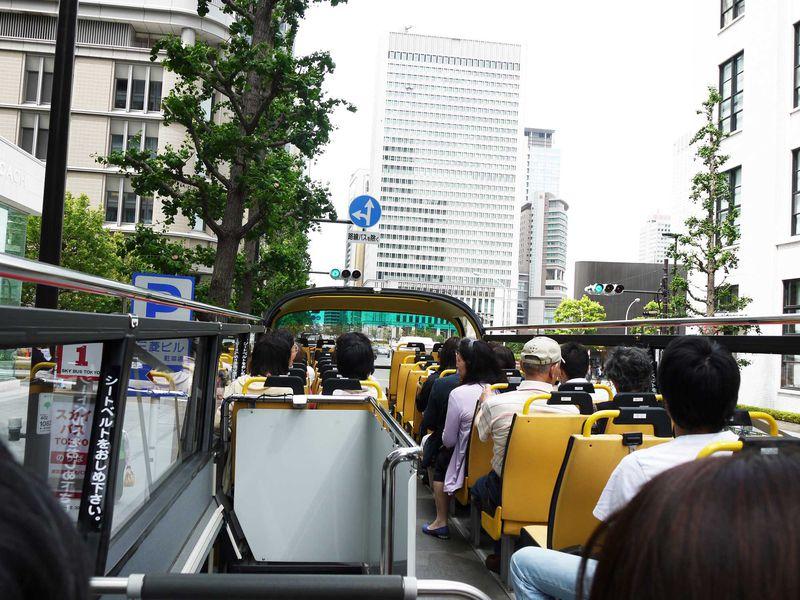 まるでジェットコースター!!屋根なし2階建てのスカイバスで東京の有名観光地を行く!