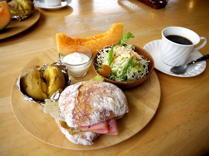 美しい景色と共にいただく朝食