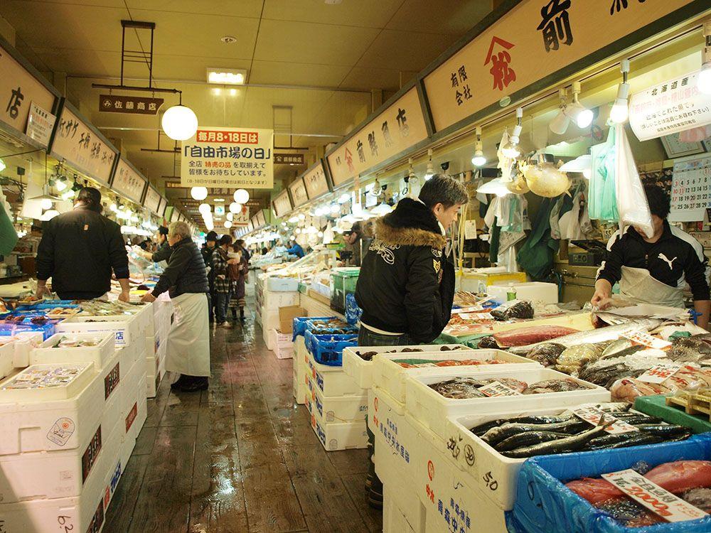 地元人から絶大な信頼!「はこだて自由市場」のおトクな回り方を函館出身者が案内!