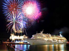 「さぬき高松まつり」で見られる豪華客船「飛鳥II」と花火のコラボ!