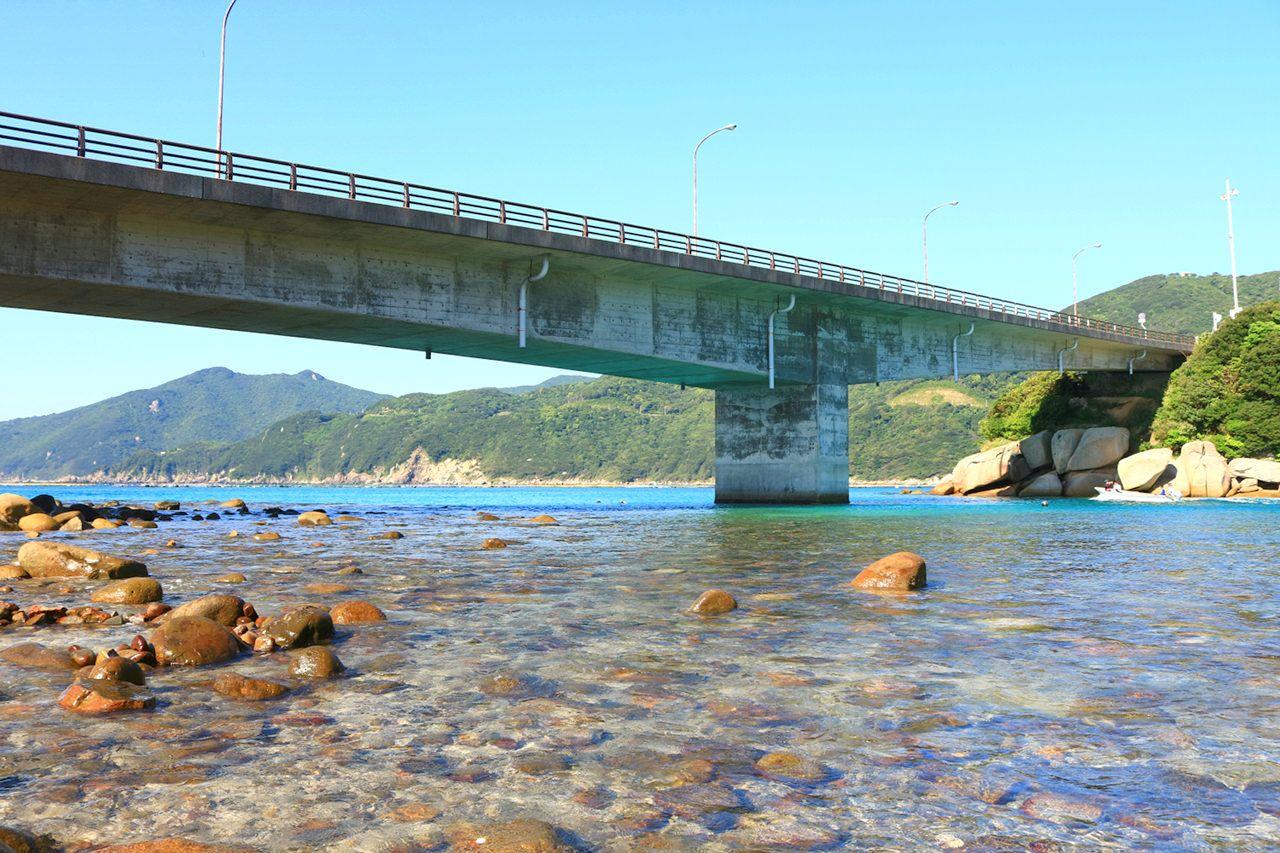 柏島へ渡る橋が絶景ポイント!