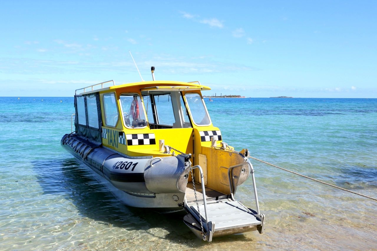 タクシーボートで5分!気楽に行ける無人島