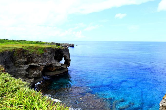 様々なブルーを撮ろう!写真映えする沖縄「万座毛」の絶景