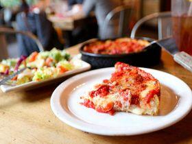 シカゴピザは分厚い!「ル・マルナーティズ」名物のディープディッシュピザ