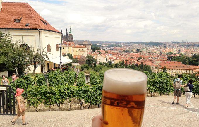 プラハの美しい街並みを見下ろしながら飲む!「ベラヴィスタ」