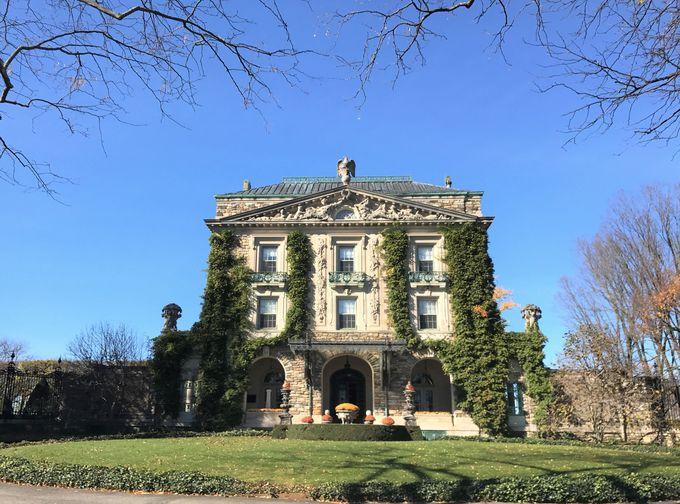 まるで美術館!豪華な邸宅で大富豪の日常を堪能しよう