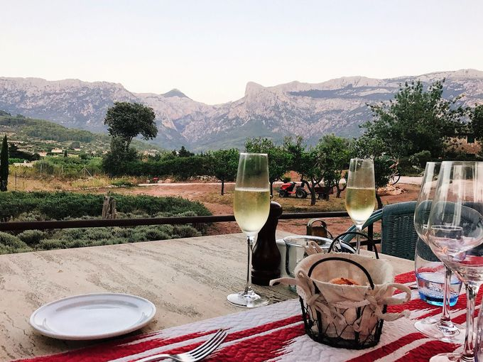 山脈を眺めながら楽しめる新鮮なスペイン料理