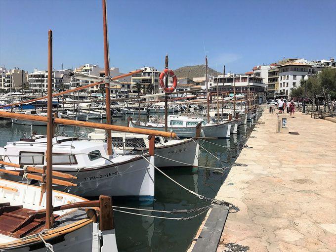 出発地点はヨットが立ち並ぶ街「ポルト・デ・ポイェンサ」