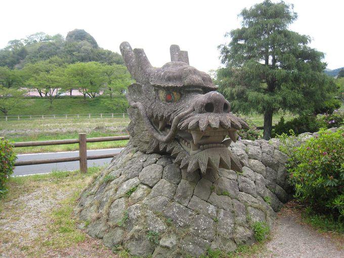 八俣大蛇(ヤマタノオロチ)公園のオロチ