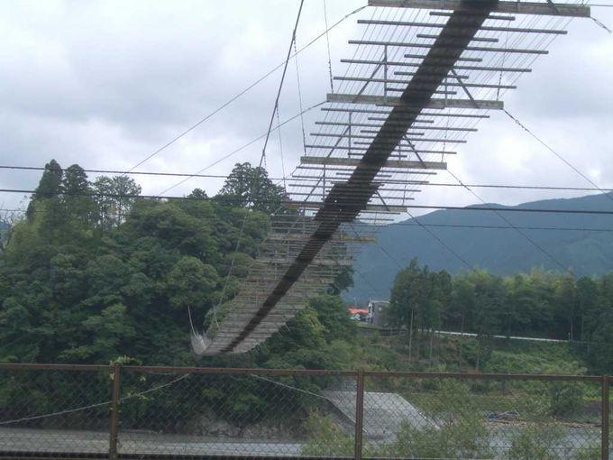 塩郷の吊り橋を真下から楽しむ