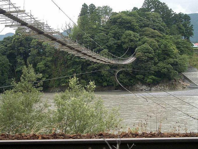 見るだけで足がすくむ「塩郷の吊り橋」
