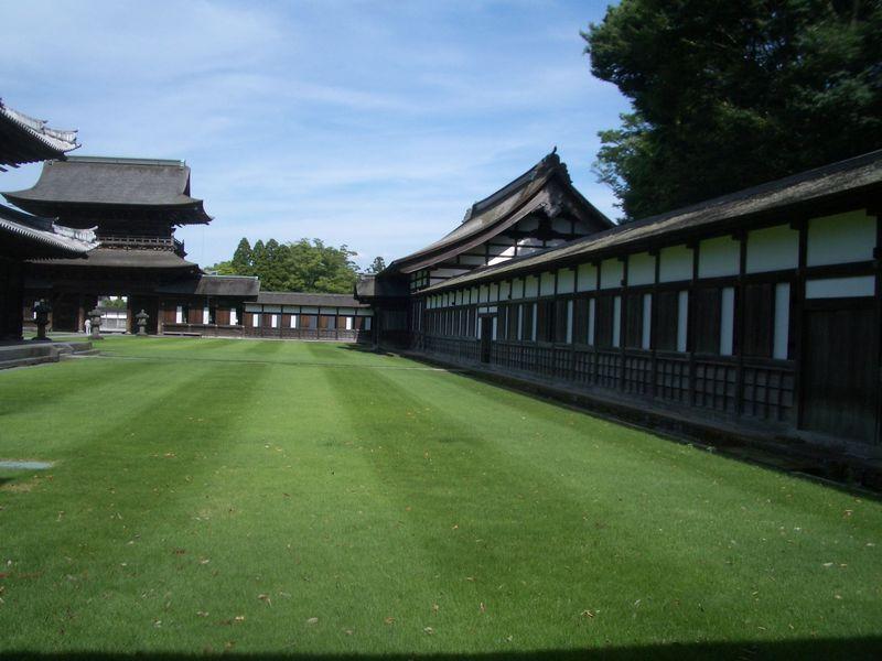 息をのむ程美しい回廊!加賀藩主菩提寺・高岡「瑞龍寺」