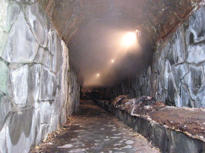 洞窟内は温泉サウナ