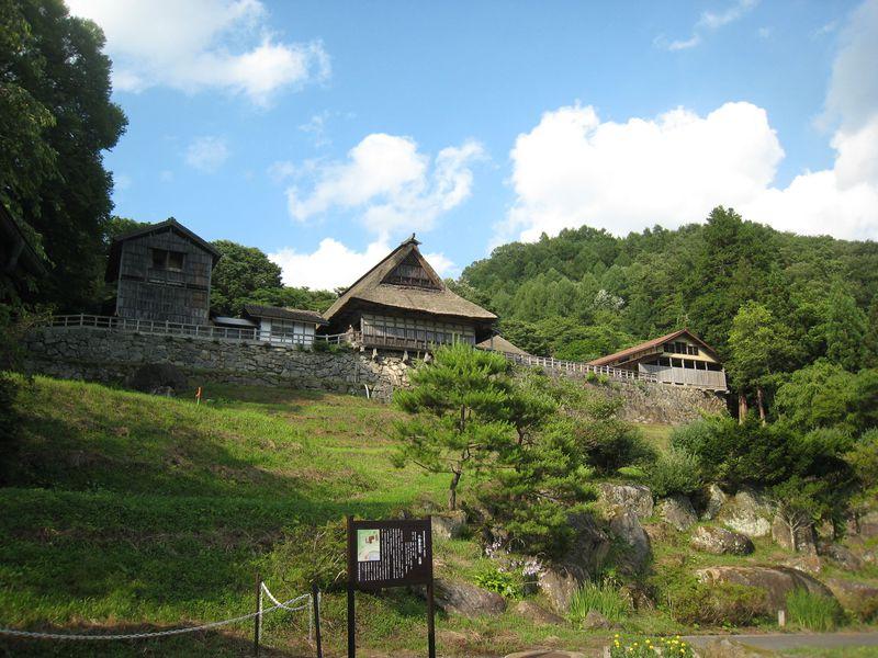 岩手・遠野地方の民話を育んだ「南部曲り家」で日本の故郷を感じる