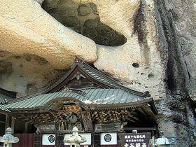洞窟に包み込まれた「大谷寺(宇都宮)」!日本最古の石崖仏が持つ癒しの空間