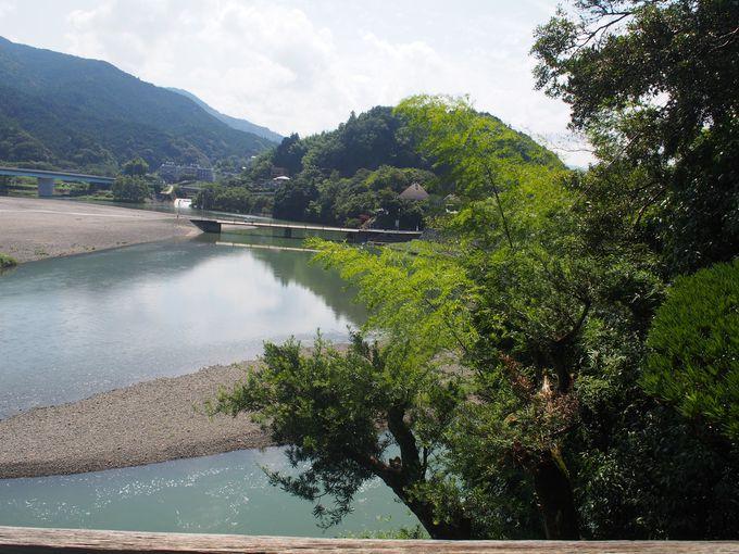清流「肱川」を借景するダイナミックな景観