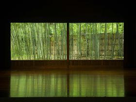 まるで自然の美術館!福井「若州一滴文庫」で人生を切り開く一冊を