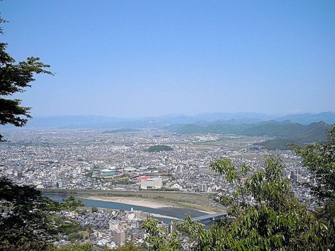 濃尾平野の美しさを一望にして織田信長は眼下の景色を手中に収めたくなった?