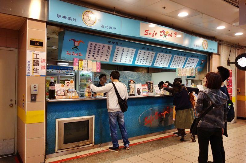 台北駅地下街で人気のフレッシュフルーツジュースバー「Soft Drink Bar TTI」