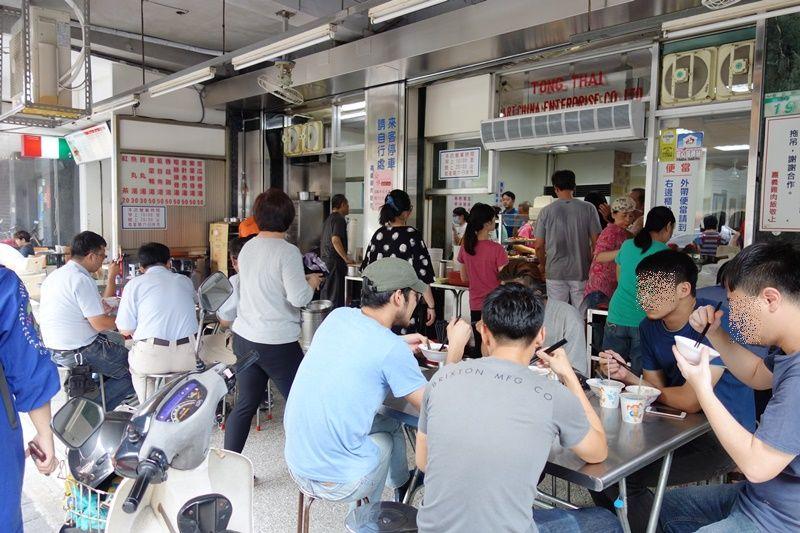 地元で大人気の小吃店!おかずも絶品の「梁記嘉義鶏肉飯」