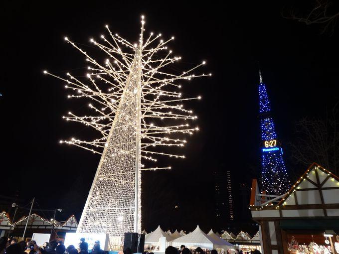 クリスマスタワーとさっぽろテレビ塔の美しいコラボ