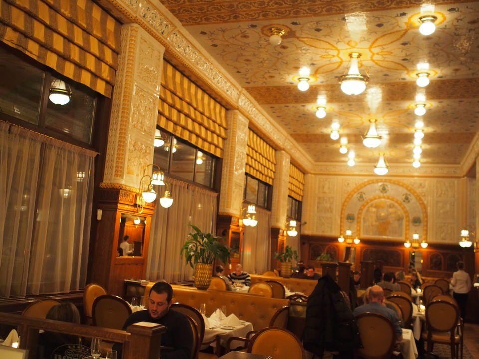 アール・ヌーボー調の豪華カフェCafe Imperial