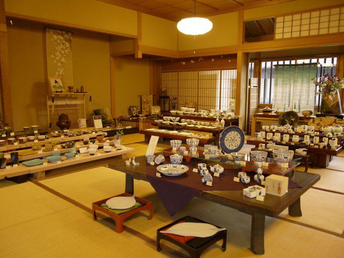 2階は、ミニ美術館、地元陶芸家のギャラリー