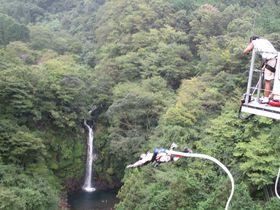 究極の度胸試し!絶景・須津川渓谷に向かってバンジージャンプ!|静岡県|トラベルjp<たびねす>