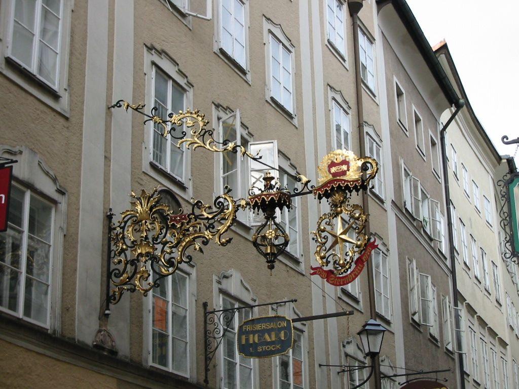上方注意!オーストリア・ザルツブルクは超かわいい看板の宝庫!