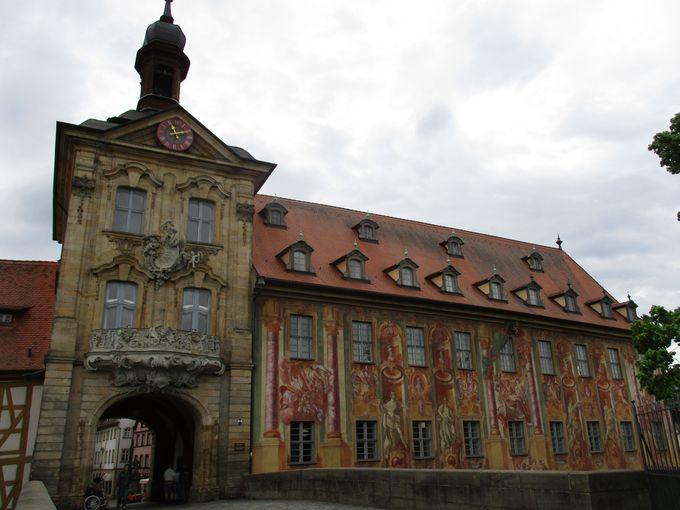 見ごたえのある旧市庁舎はひときわ華やか!
