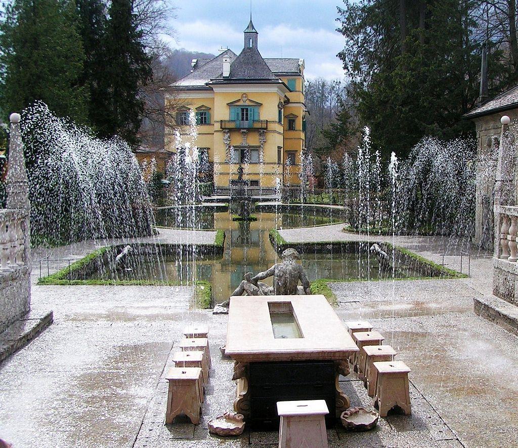 """ずぶ濡れ注意!オーストリア・ヘルブルン宮殿は""""水芸の館"""""""