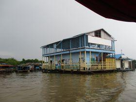 体育館が湖の上に浮かぶ!?カンボジア・トンレサップ湖クルーズ