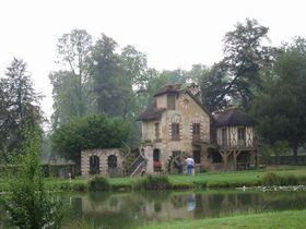 アントワネットが愛した田園風景!フランス・ヴェルサイユ宮殿