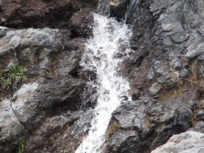 見れたらラッキー!「まぼろしの滝」は富士山の期間限定のお楽しみ