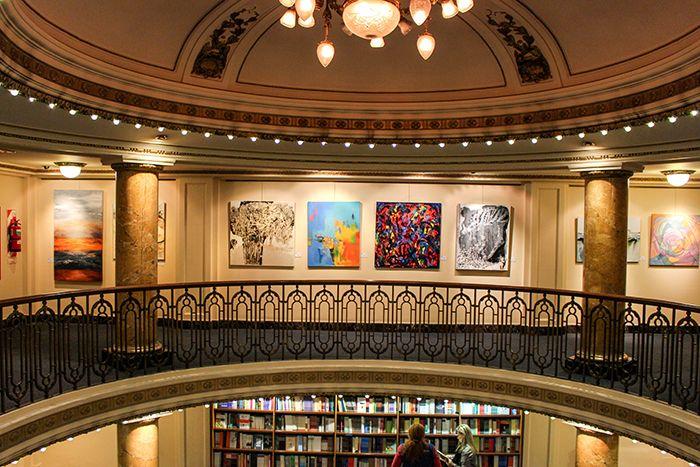 アートが好きな方は3階へ