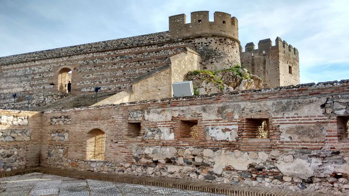 サロブレーニャの「白い村」とその頂上、サロブレーニャ城を訪ねよう!