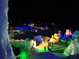層雲峡「氷瀑まつり」と雪山で冬ならではの北海道を満喫しよう!|北海道|トラベルjp<たびねす>
